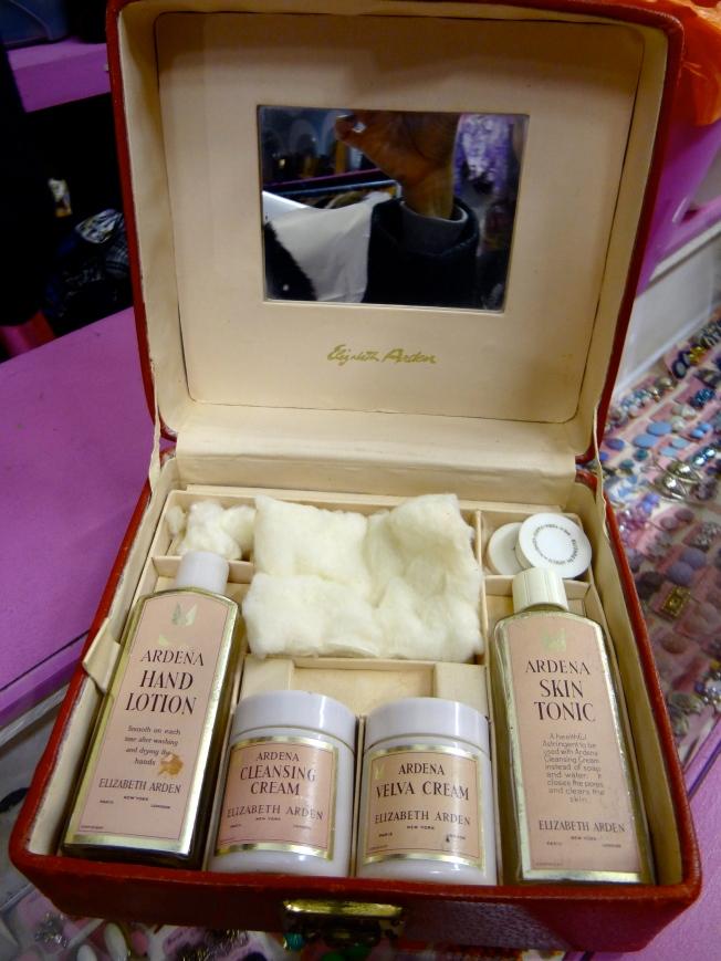 Elizabeth Arden 1950's gift box
